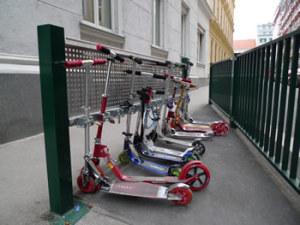 Mit Beharrlichkeit zu Scooter-Ständern